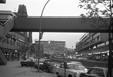 Berlin: Brückensteg Europa-Center über Budapester Straße 1960