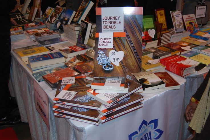"""#FethullahGulen 's latest #book """"Journey to Noble Ideals"""" met #Canadian readers at #risconvention by #tughrabooks http://t.co/5ntAWxXORk"""