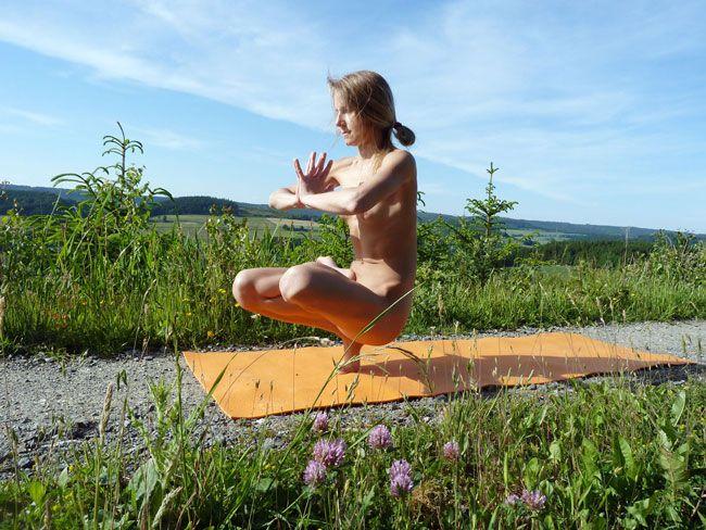 Nackt sport videos - Nackte Gymnastik, Aerobic, Yoga