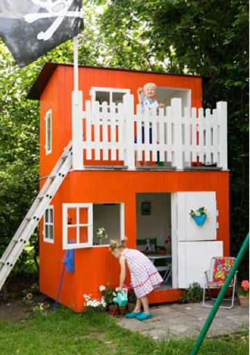 someday my kids are going to have an awesome playhouse or treehouse, i love the 2 levels of this one!