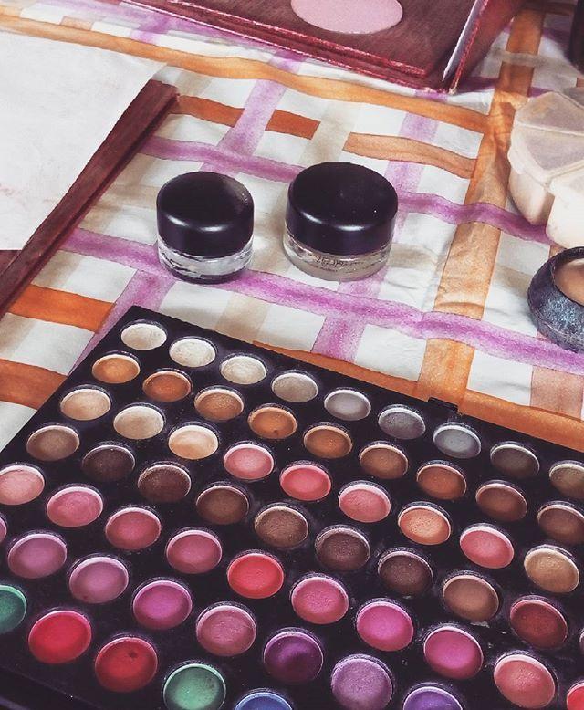 Working ... #makeupartist #makeup #work #model #photography #photoshoot #bride #mua #canonofficial #palette #lipstick #brushes #eyes #eyeshadow #eyebrown #eyeliner #maccosmetic #makeupforeverofficial #makeuplover #nyxcosmetics #kikomilano #photographer #blushing #shades