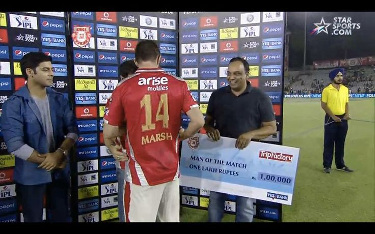 Shaun Marsh receiving the TripFactory Man of Match award from Vinay Gupta