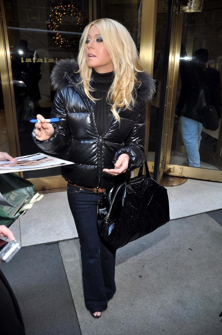 Tara Reid Style: Yves Saint Laurent Easy Bag in Patent | Tara Reid ...