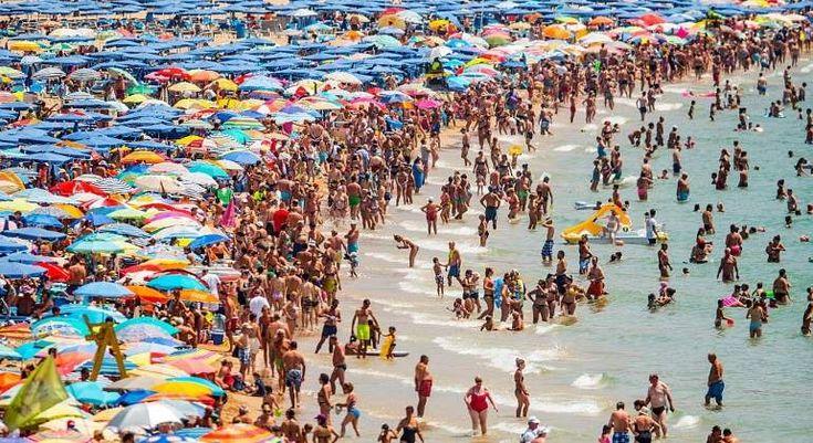 El sector turístico acumula un superávit de más de 33.000 millones de euros en 2017