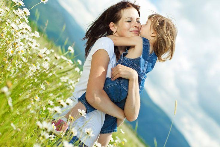 Картинка мама обнимает дочь