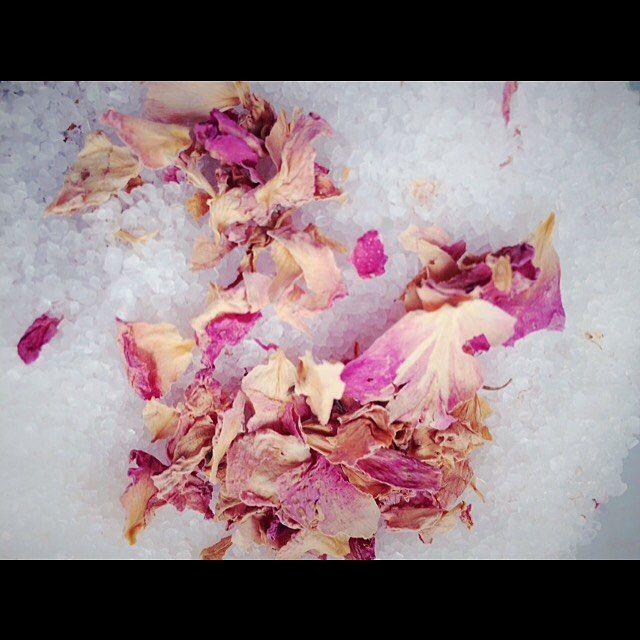 """Polubienia: 38, komentarze: 2 – Fresh&Natural (@fresh.and.natural) na Instagramie: """"Nie słodzimy.. a solimy 😝 Sól różana z cytryną #salt #bathsalt #sol #handmade #fresh #bio #eco #eko…"""""""
