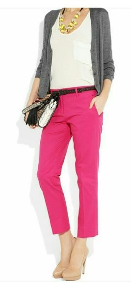 "NWT hot pink Old Navy Capri NWT Old Navy hot pink relaxed slim Capri size 12, waist measures at 34"", 8.5"" rise, 26"" inseam. Peas capris are great for a casual day or business attire. I'd like to double roll the cuffs on my capris Old Navy Pants Capris"