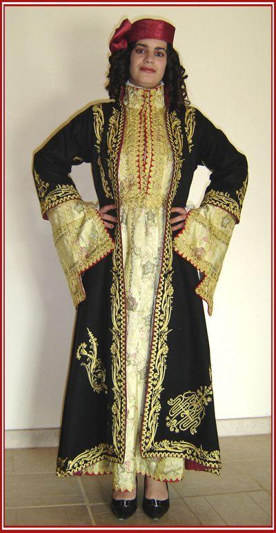 """Νυφιάτικη φορεσιά Πρεβεζάνας. Ίδρυμα """"Ακτία Νικόπολις"""", Πρέβεζα, Ηπείρου / Bridal costume of Preveza. Foundation """"Aktia Nikopolis"""" Preveza, Epirus [http://cultureportalweb.uoi.gr/cultureportalweb/article.php?article_id=478]"""