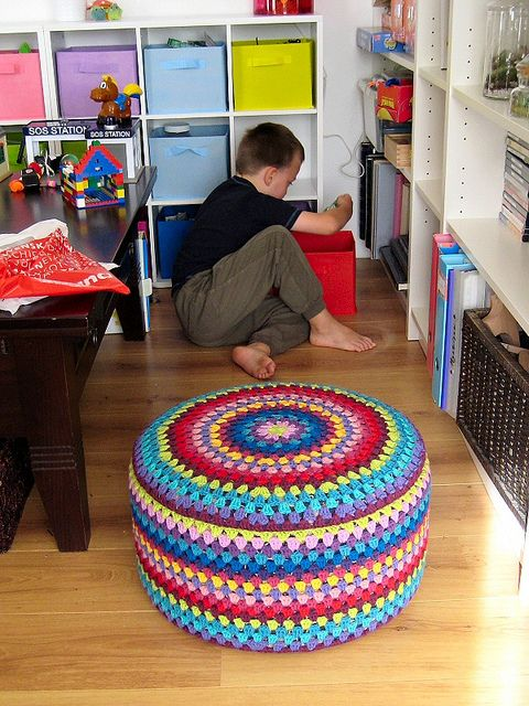 Adore this crochet granny mandala footstool!! So wonderfully bright and happy!