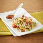 Il Nasi Goreng è riso lessato o cotto al vapore poi saltato nel wok, insieme a carne, verdure, gamberi e uova. Scopri la ricetta classica di Sale