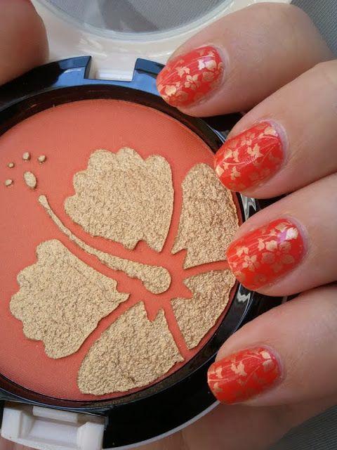 Nailstamping: Goldener Hibiskus