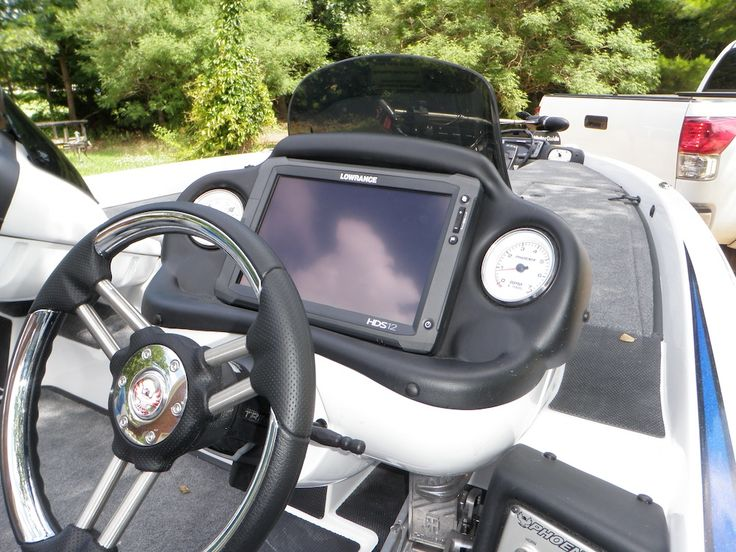 Lowrance HDS 12 Touch at console Bass boat, Boat, Vidalia