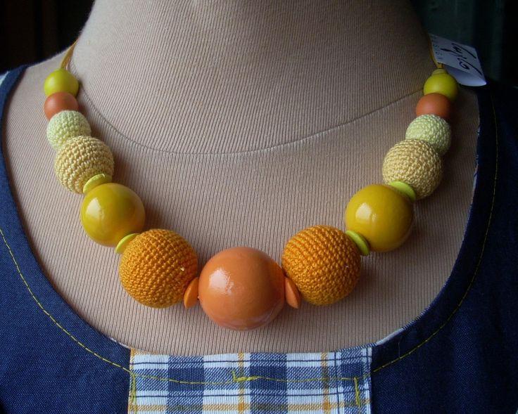 Horgolt és festett golyós sárga-narancssárga nyaklánc