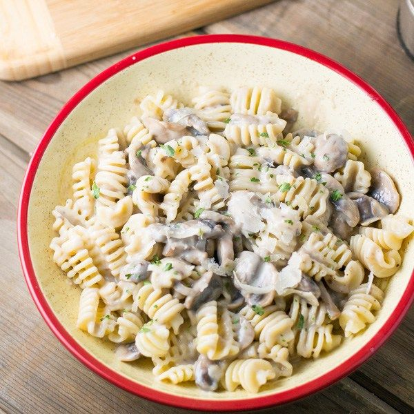 I love this cream of mushroom pasta dish for its simplicity and how it was ready in less than half an hour. The sauce is made of mushrooms, onions & butter.
