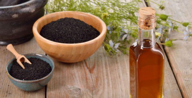 Olej z černého kmínu je výborný na bolesti hlavy, zubů, nachlazení a infekce