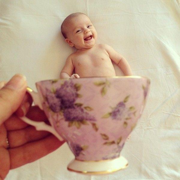 【カップベビー】コーヒーカップに入った赤ちゃんが微笑ましい21選 – CuRAZY