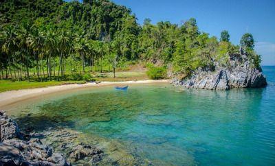 Wisata Aceh -Aceh merupakan tempat 1001 pantai indah. Salah satu pantai yang tersembunyi dan belum terjamah oleh orang banyak namanyaTeluk Jantang,nama yang