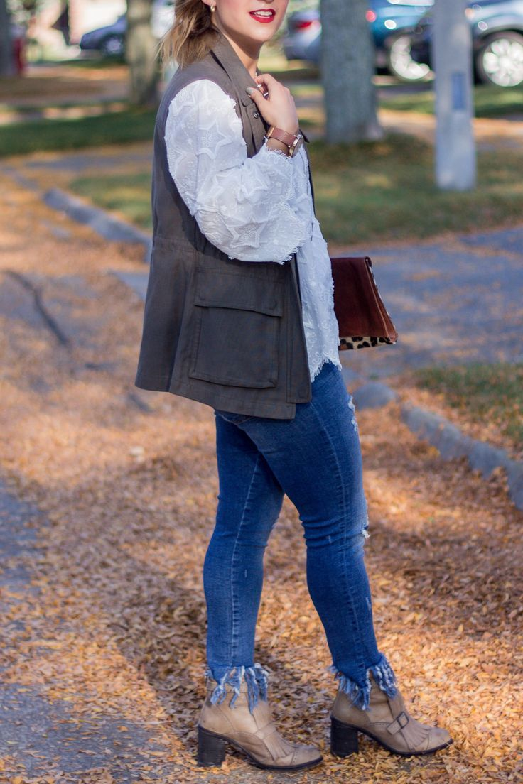 A casual outfit idea for early fall, with jeans and a cute top from Chicwish