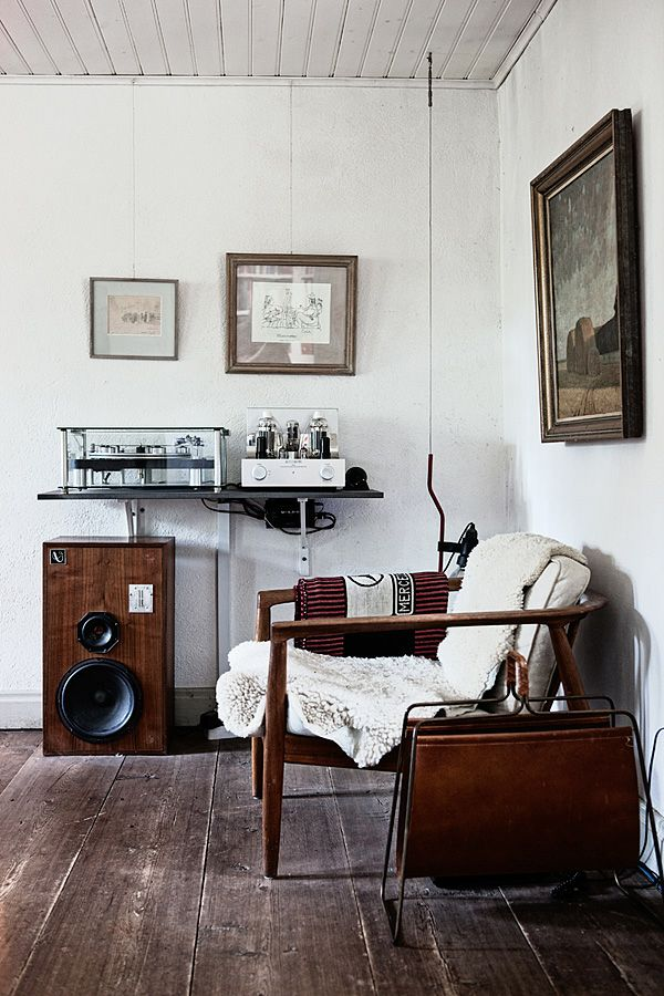: Spaces, Living Rooms, Floors, Chairs, Interiors Design, Magazines Racks, Music Rooms, Speakers, White Wall