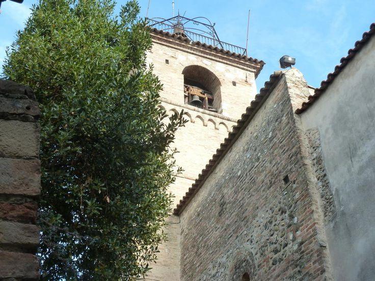 St Laurent du Var: le clocher de l'église romane