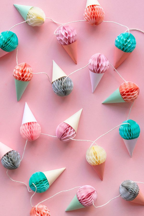Decorations don't get much cuter than this DIY mini honeycomb ice-cream garland. You can of course choose colours according to your party theme.