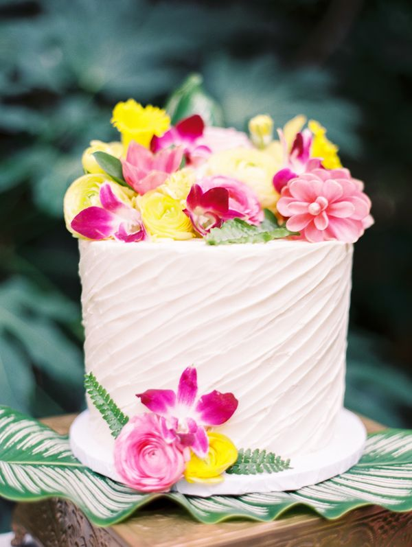 wedding cake with tropical flowers - photo by Angelica Chang Photography http://ruffledblog.com/hawaiian-garden-wedding-inspiration #weddingcake #cakes