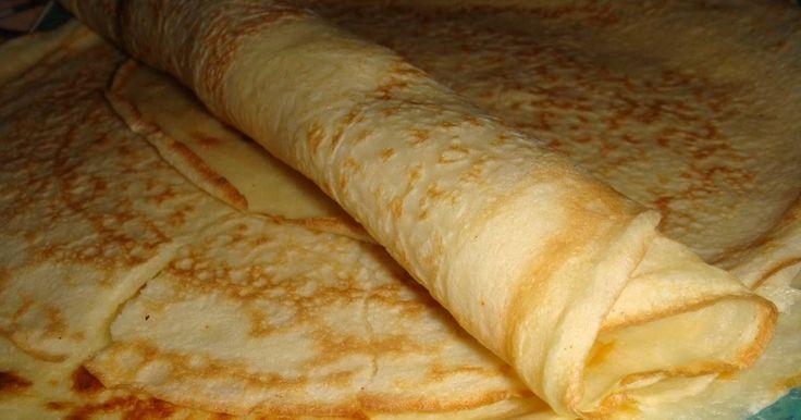 Fabulosa receta para Masa para panqueques ¨Doña Petrona¨. Masa básica para panqueques original del libro de Doña Petrona. La receta de la masa de panqueques es tanto para preparaciones de rellenos dulces como saladas, ideal para hacer canelones.