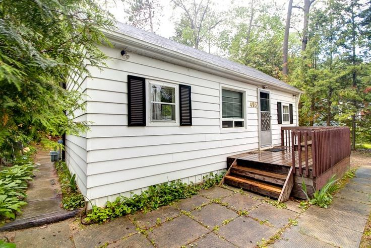 493 Oxbow Park Drive, Wasaga Beach Drive, ON  |  Escape The Rush From The City And Come Enjoy This Cute 2 Bedroom Cottage On Oxbow Park Drive  |  teamjordan.ca