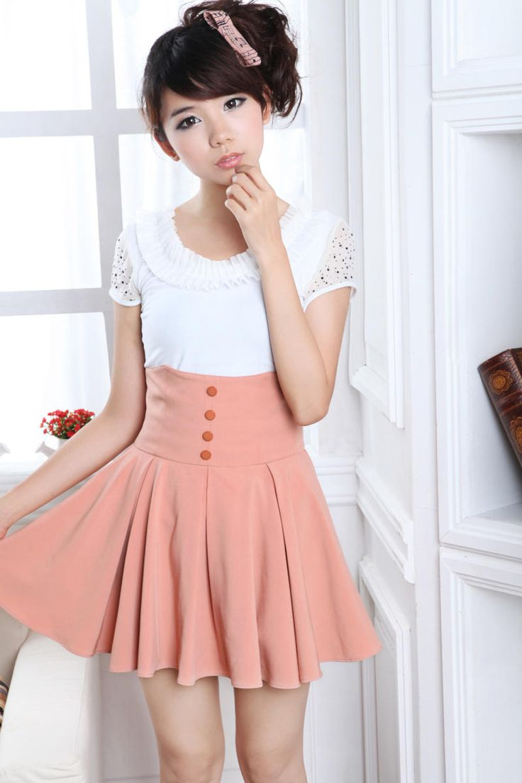 Cute, sweet gyaru: Off white shirt. Pink, A-line, pleated skirt with buttons.