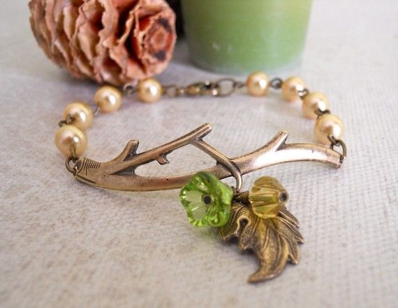 .This adorable bracelet features a vintage brass branch.