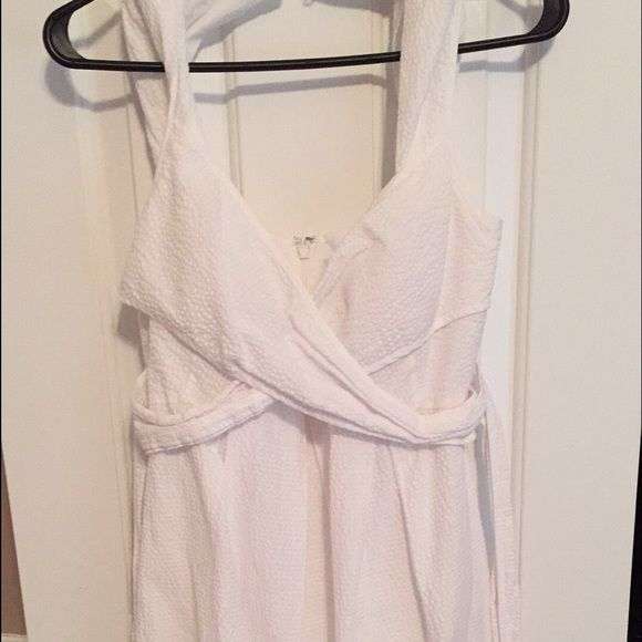 White seersucker dress sweetheart neckline. Can tie in the back! Super light. Knee length. Jessica Simpson Dresses