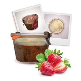 Der Erdbeer- Stracciatella Kuchen im Glas besteht süßen hellen Rührteig mit Schokosplits und Erdbeere und als Topping eine leckere Jogurth-Glasur