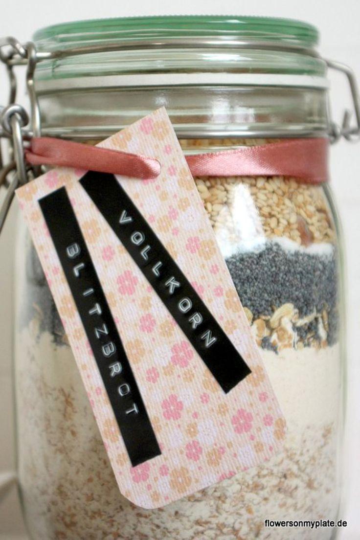 Einfaches und schönes Einzugsgeschenk: Vollkornbrot im Glas, hübsch geschichtet und verpackt das perfekte Geschenk
