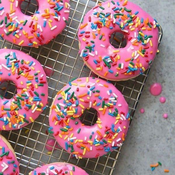 بيت العائلة On Instagram قطاعة دونات تركية السعر 2000 دينار توصيل بغداد 5 الاف توصيل المحافظات 7 آلاف بي In 2021 Doughnut Cake Glazed Doughnuts Donut Birthday Cake