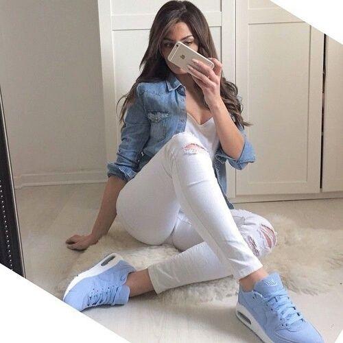 pantalones blancos outfit                                                                                                                                                      Más