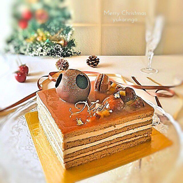 マロンのクリスマスケーキ、完成。  この前の改良板。  ジェノワと、クリームの配合変えて、バッチリ👌 飾りつけは一緒。  スクエア型のマロンケーキ。 軽めのショコラジェノワに2種類のラムマロンクリーム。シャンティクリームの3つのクリーム。 マロンのゼリーをうっすら。  #手作りお菓子 #sweets #Christmas #クリスマスケーキ #コッタ #lin_stagrammer #朝時間 #クッキングラム #kurashirufood #手作り冬お菓子 #instagood #food #おうちカフェ #homemade #foodie #マロン #モンブラン
