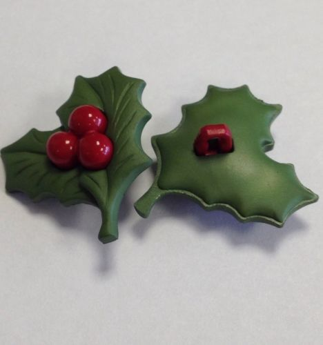 Christmas-Holly-Berry-Buttons-Novelty-25x29MM-Pack-Of-6