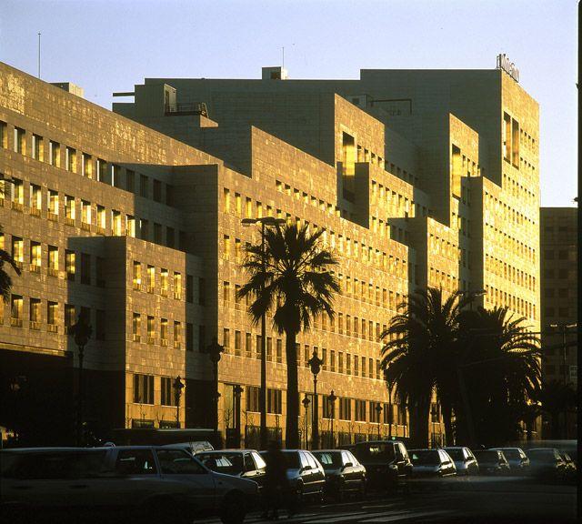 Rafael moneo l 39 illa diagonal barcelona spain 1993 for Centro comercial l illa