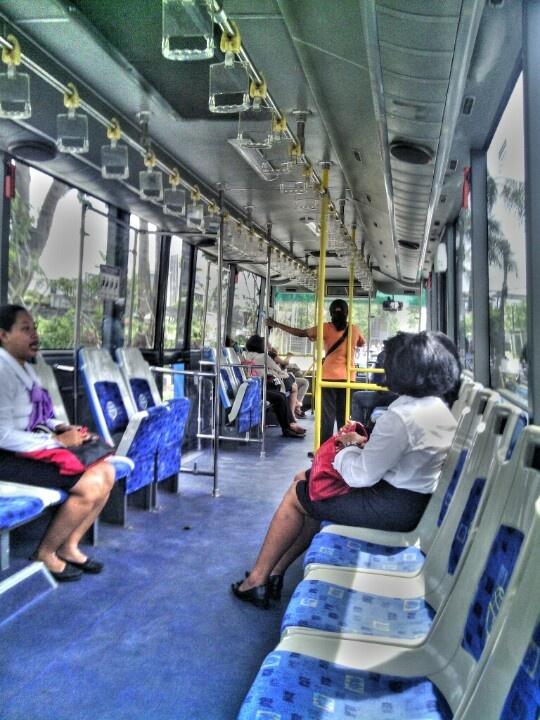Bis Trans Sarbagita. Jauh dekat hanya 3.500 rupiah.