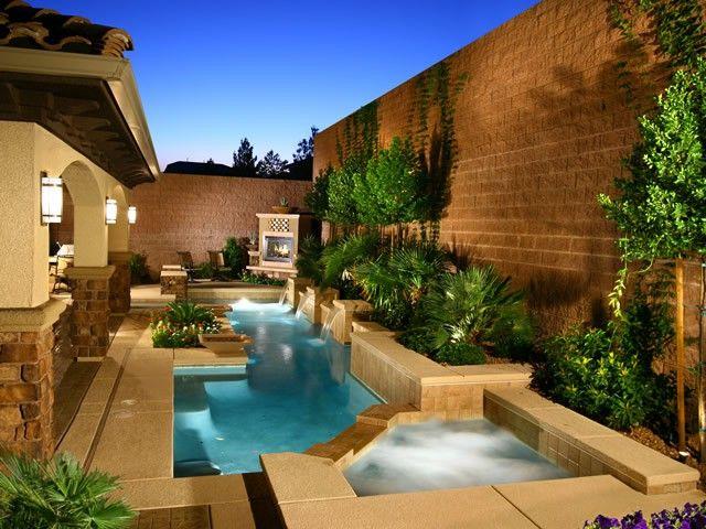 So Leben Sie Das Leben Im Freien In Las Vegas Poolscapes Lv So Leben Sie Das Leben Im Freie Backyard Pool Designs Swimming Pool Landscaping Outdoor Life