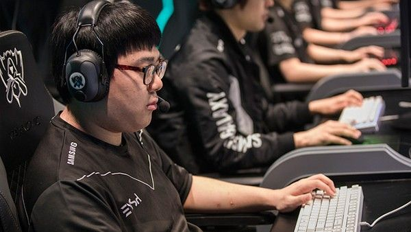 "[KR Reactions] SSG vs LZ: ""Their performance is just as high as their RAM prices"" https://www.invenglobal.com/articles/3252/kr-reactions-ssg-vs-lz-their-performance-is-just-as-high-as-their-ram-prices #games #LeagueOfLegends #esports #lol #riot #Worlds #gaming"