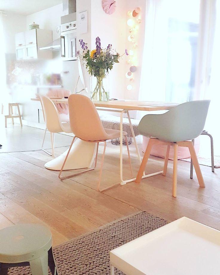 #kwantuminhuis Stoel NEW YORK en OSLO > https://www.kwantum.nl/meubelen/stoelen @momellifluous #kwantum #stoelen #interieur #pastel #mooiwonen #eetkamer