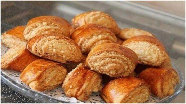 Печенье Гата (или как его еще называют Кята, Када) – сладость с востока, рулетики со сладкой сливочной начинкой. Это национальная армянская выпечка, которая очень популярна на свадьбах и других пышных праздниках. Несмотря на это, готовится этот десерт очень быстро и легко, и под силу даже начинающим кулинарам. Вам потребуются самые простые ингредиенты, которые есть на...