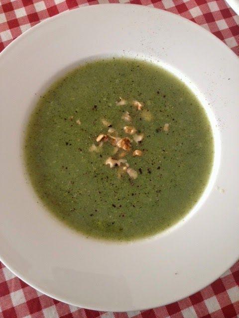 A casa di Bridget.: Crema di broccoli, porri e noci tritate.