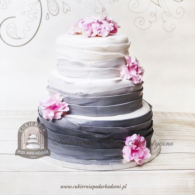30bw Bialo Szary Weselny Tort Ombre Dekorowany Kwiatami Z Masy Cukrowej White Grey Ombre Wedding Cake Decorat Wedding Cake Decorations Cake Wedding Cake Ombre