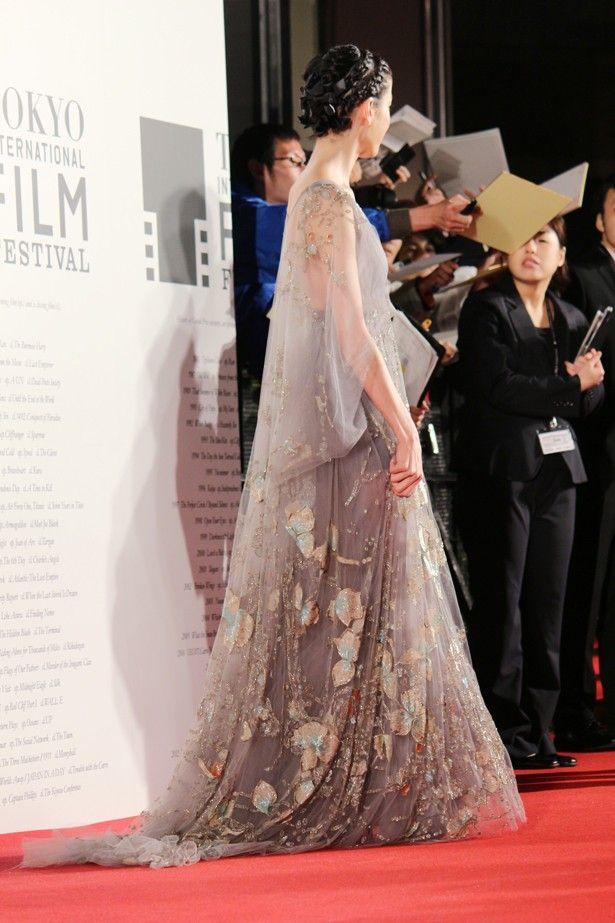 話題になった宮沢りえのゴージャスなドレス