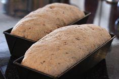 Dette brødet ble kåret til Telemarks beste hjemmebakte brød (husmorbrød) i en konkurranse på NRK Telemark i 2004. Min fetter Luis har bakt dette brødet i en årrekke og jeg har til stadighet fått med et nybakt brød etter besøk hos han. Jeg liker brødet så godt og fikk trikset til meg oppskriften, så jeg […]