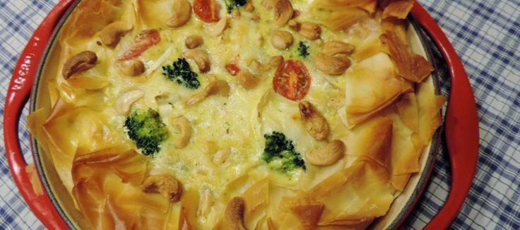 Broccoli-brie quiche met filodeeg, cashew, room en eieren - Lekker tafelen - vegetarisch