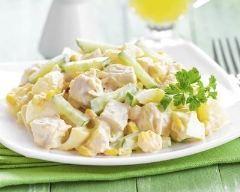 Salade dinde, ananas et pomme au yaourt : http://www.cuisineaz.com/recettes/salade-dinde-ananas-et-pomme-au-yaourt-79919.aspx