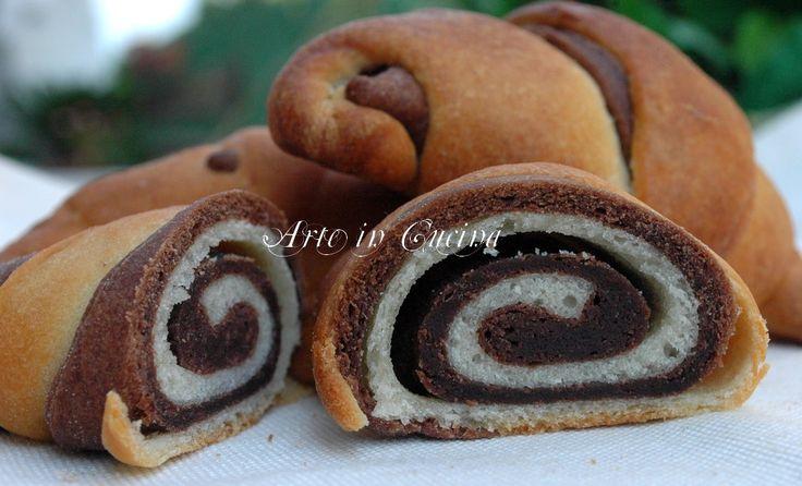 Cornetti brioche e pasta sfoglia veloce al cioccolato (Croissants, brioche and puff pastry quick chocolate) (Use Google Translate)